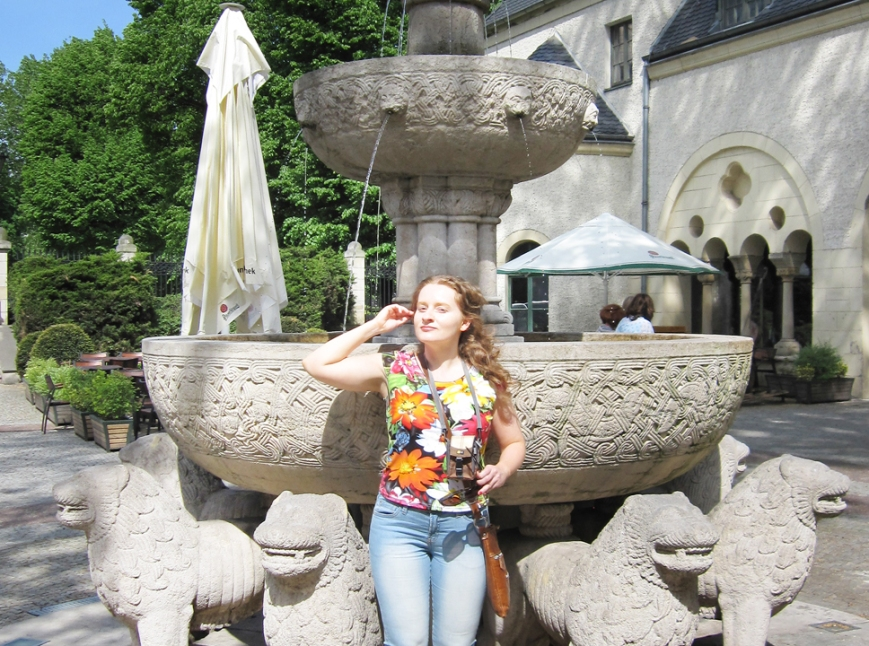 Anna Maria in front of The Fountain Of Lions in the courtyard of The Kaiser`s Castle in Poznań, 17.05.2013 - photo 1