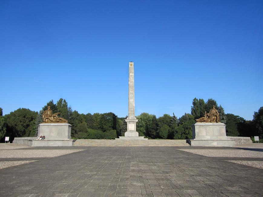 park_mauzoleum_zolnierzy_radzieckich_01